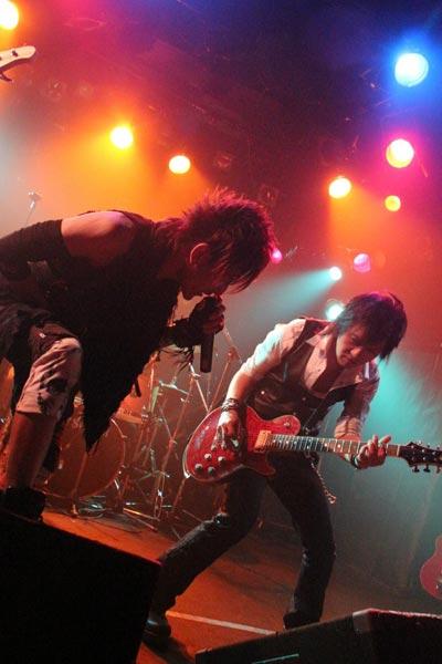 band:001